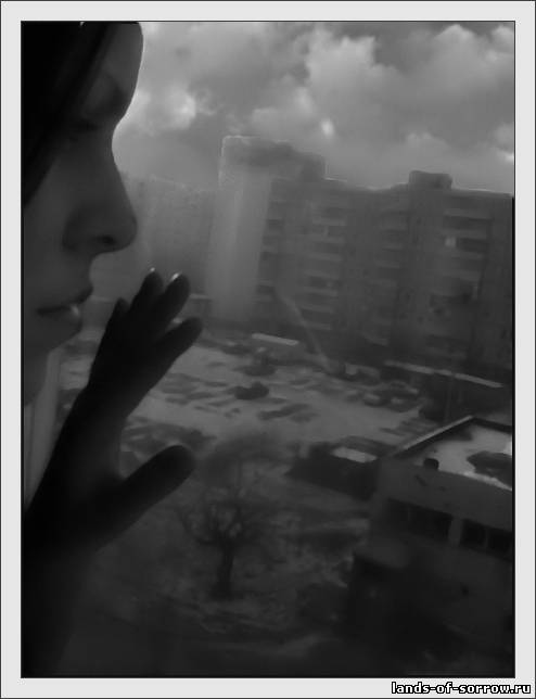 ничайное фото женщины через окно фото